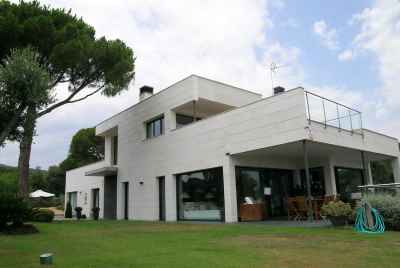 Modern house with panoramic sea and mountain views in Costa Maresme